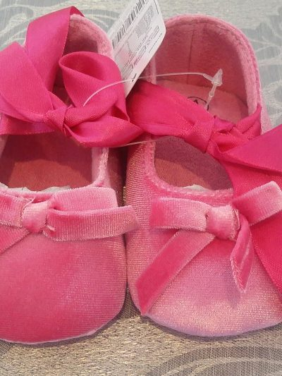 Infant pink shoes